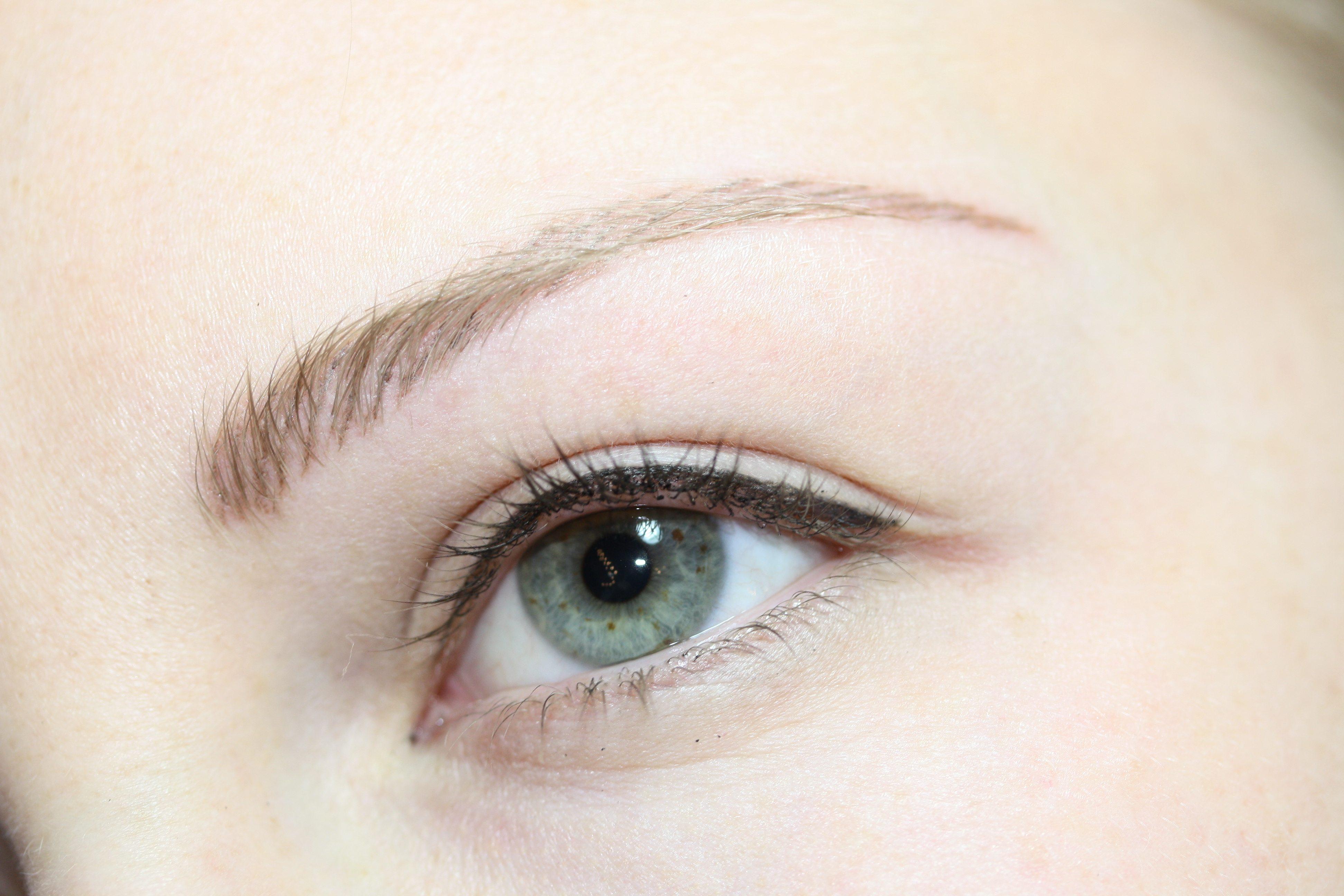 Blondes Modell Nachher Auge